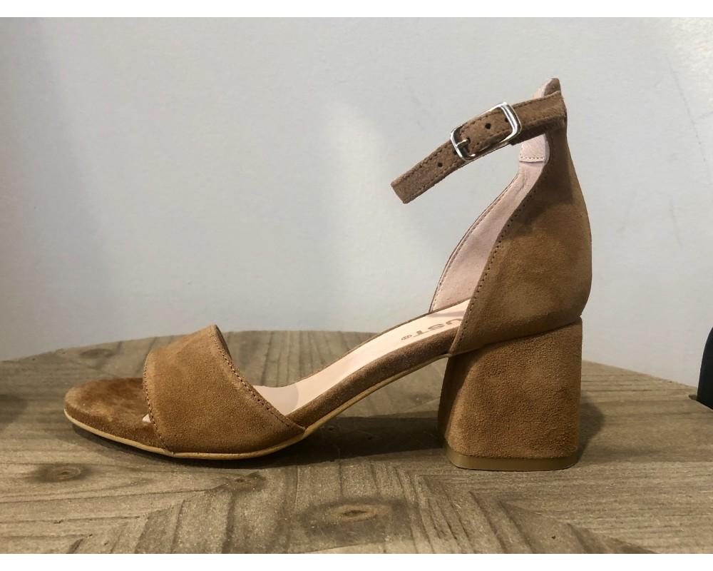 sandal ruskind camel amust
