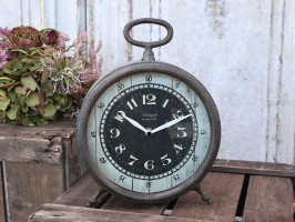 Chic Antique Factory ur til bordet