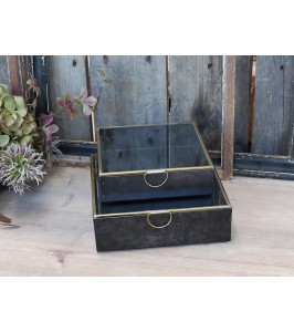 Box med messing detaljer fra Chic Antique