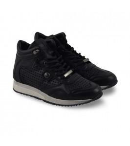 sneakers sort amust