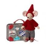 Maileg Rejsende nissemus med kuffert-01